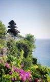 Clifftop ориентир ориентира Uluwatu висок старого балийский индусский в Бали стоковые фото