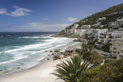 Clifton Beach Hotels i Cape Town fotografering för bildbyråer