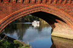 CLIFTON HAMPDEN, OXFORDSHIRE/UK - 25 DE MARZO: Vista del puente Fotos de archivo