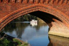 CLIFTON HAMPDEN, OXFORDSHIRE/UK - MARZEC 25: Widok most Zdjęcia Stock