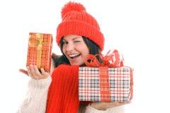 Cligner de l'oeil de cadeaux de fixation de femme Photos stock