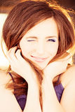 Cligner de l'oeil la femme Mannequin de sourire Photographie stock