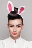 Cligner de l'oeil le visage de fille de lapin Photo stock