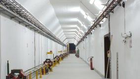 Clignotement très beau de lumière dans le tunnel Clignotement de lampes dans les tunnels La science de laboratoire