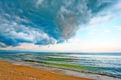 Clima tempestuoso en la playa Foto de archivo libre de regalías