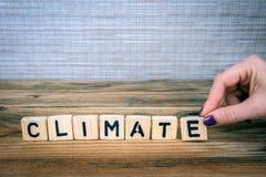 climate Lettres en bois sur le bureau photographie stock libre de droits