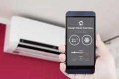 Climatiseur à télécommande avec le système domestique intelligent Image libre de droits
