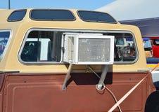 Climatiseur de fenêtre dans le camion Photos libres de droits