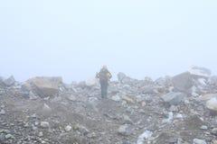 Climber in a fog Royalty Free Stock Photos