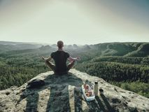 Free Climber Man Sit On Rock, Prepare For Eating Snack During Rest Royalty Free Stock Images - 158732459