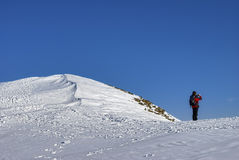 Climber on snowy mountain Royalty Free Stock Photography
