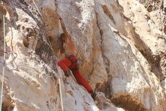 Climberl στο βράχο Στοκ εικόνα με δικαίωμα ελεύθερης χρήσης