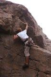 Climberl sur la roche image libre de droits