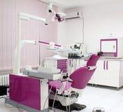 Clinique dentaire avec la chaise image stock