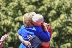 Clintons omhelst stock foto
