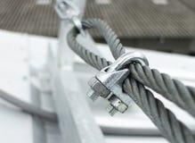 Clip d'acciaio dell'imbracatura del cavo metallico Immagini Stock