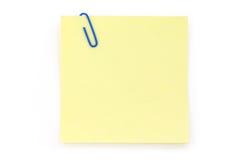 Clip de papel azul con el papel de carta amarillo Fotografía de archivo libre de regalías