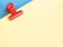 Clip de papel rojo Foto de archivo libre de regalías