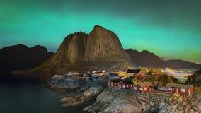 clip de película de cine de 4k Timelapse de la aurora boreal Aurora Borealis con la vista clásica del pueblo del pescador s de Ha metrajes