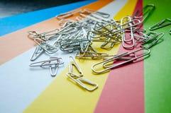 Clip del metallo su carta Immagine Stock