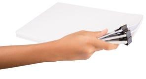 Clip del raccoglitore della tenuta della mano e Libro Bianco IX Fotografia Stock Libera da Diritti