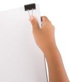 Clip del raccoglitore della tenuta della mano e Libro Bianco V Fotografia Stock