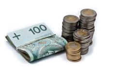 Clip delle banconote polacche e pila di monete Fotografie Stock