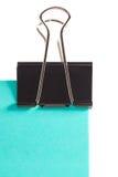 Clip e Post-it blu su fondo bianco Fotografia Stock Libera da Diritti
