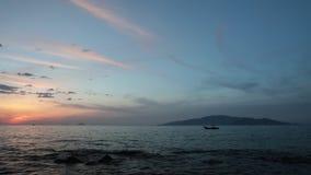 Clip misterioso Asia del lapso de tiempo de Vietnam de la isla de la salida del sol almacen de video