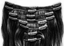 Clip nera castana nell'estensione dei capelli immagini stock libere da diritti