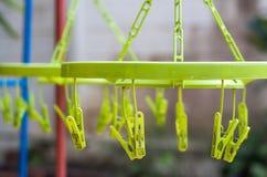 Clip plástico en suspensiones Fotografía de archivo