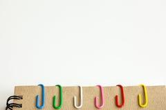 Clip y cuaderno Foto de archivo libre de regalías