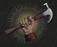 Clipart d'annata dell'illustrazione del martello della tenuta della mano per il carpentiere royalty illustrazione gratis