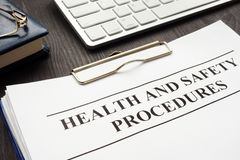 Free Clipboard With Health And Safety Procedures Royalty Free Stock Photos - 135091288