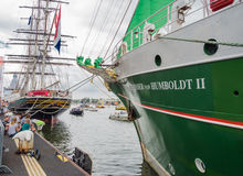 Clipper Stad Amsterdam och högväxt skepp Alex von Humboldt Fotografering för Bildbyråer