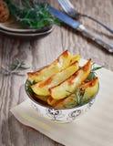 clippingfransmannen steker bilden isolerade banan stekte potatisar bakade potatisar Arkivbild