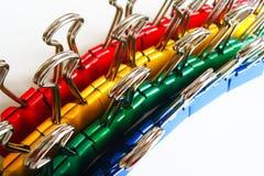 Clips colorés de cahier photographie stock libre de droits