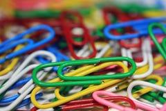 Clips de papel abstractos coloridos Imagen de archivo libre de regalías