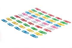 Clips de papel coloreados Imágenes de archivo libres de regalías