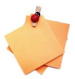 Clips de papel en los papeles Imagen de archivo libre de regalías