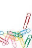 Clips de papel multicolores Fotos de archivo libres de regalías