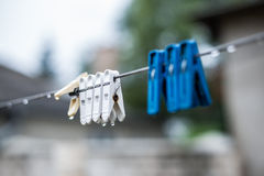 Clips del lavadero en una secuencia Imagen de archivo libre de regalías