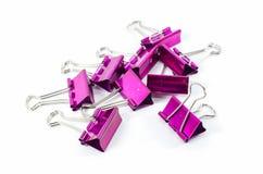 Clips rosados de la carpeta del color aislados Fotografía de archivo libre de regalías