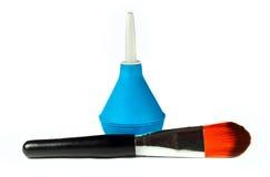 Clistere e spazzola cosmetica fotografie stock libere da diritti