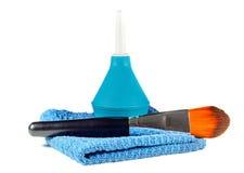 Clistere e spazzola e panno cosmetici fotografia stock libera da diritti