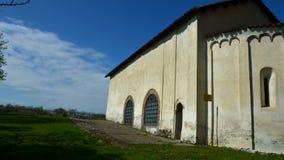 Clivolo Vc, Italia - 27 marzo 2017: Chiesa antiquata del paese di Clivolo stock footage