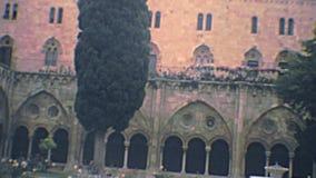 Cloître archivistique de cathédrale de Tarragone banque de vidéos