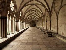 Cloître arqué par cathédrale de Salisbury Photos libres de droits