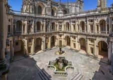 Cloître de Dom Joao III dans le couvent de Templar du Christ dans Tomar Photographie stock libre de droits