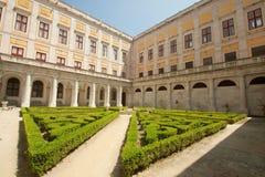 Cloître de palais national - Mafra (Portugal) Photos stock